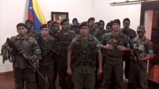 Capture d'écrand'une vidéo diffusée le 6 août 2017 montrant des hommes en tenue militaire se déclarant en rébellion contre le président Nicolas Maduro. (AFP)