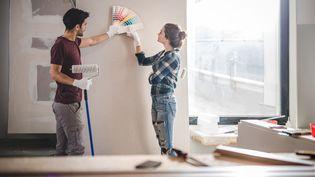 Vous voulez repeindre votre nouveau logement et vous êtes locataire. Tout est possible mais attention aux couleurs trop excentriques. (Illustration) (SKYNESHER / E+ / GETTY IMAGES)