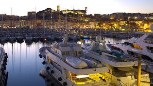 Des yachts à Cannes (Alpes-Maritimes), le 7 décembre 2017. (MANDOGA MEDIA / AFP)