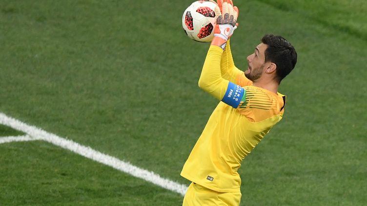 Hugo Lloris, blessé, sera absent lors des deux matchs de l'équipe de France, jeudi et dimanche. (GABRIEL BOUYS / AFP)
