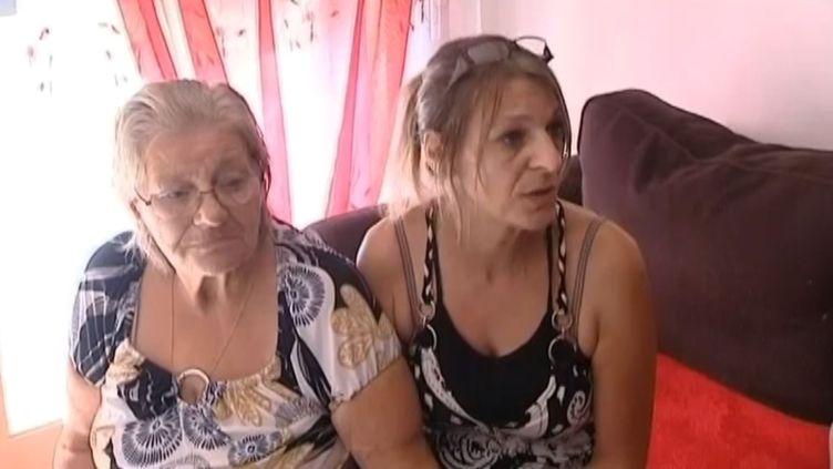 Janine Lussiez etEdwige Barbet, mère et sœur de Marie-Josée Benitez, l'épouse portée disparue de Francisco Benitez, le 9 août 2013, à Mauvezin-sur-Gupie (Lot-et-Garonne). ( FRANCE 3 / FRANCETV INFO)