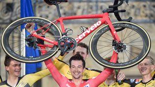 Primoz Roglic et la Jumbo-Visma ont remporté une troisième Vuelta d'affilée dimanche. (MIGUEL RIOPA / AFP)