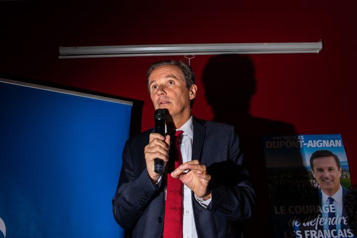 La tête de liste aux européennes, Nicolas Dupont-Aignan, président de Debout la France, à Josselin (Morbihan), le 5 mai 2019. (MARTIN BERTRAND / HANS LUCAS / AFP)
