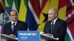Conférence de presse conjointe du président égyptien Abdel Fattah al-Sissi et du président russe Vladimir Poutine, à l'issue du sommet Russie-Afrique de Sotchi le 24 octobre 2019. (SERGEI CHIRIKOV / POOL)