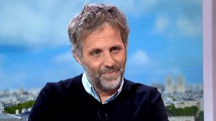 Stéphane Guillon, invité du 13 heures de France 2  (France 3 culturebox)