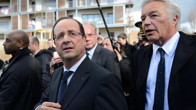 François Hollande lors de son déplacement à Dijon (Côte-d'Or), le 11 mars 2013, avec le maire François Rebsamen. (ERIC FEFERBERG / AFP)