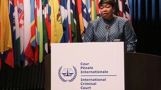 La procureure de la Cour pénale internationale Fatou Bensouda, lors d'un discours à La Haye (Pays-Bas), le 2 décembre 2019. (ABDULLAH ASIRAN / ANADOLU AGENCY / AFP)