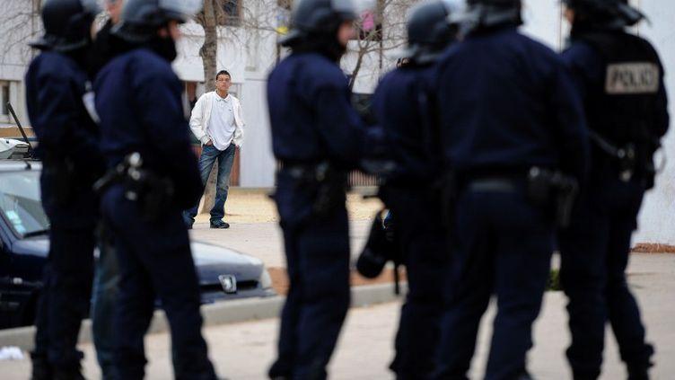 Opération anti-drogue menée dans la cité Bassens, à Marseille, le 12 janvier 2012. (GERARD JULIEN / AFP)