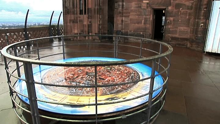 La table d'orientation est insallée sur la plate forme de la cathédrale  (France 3 / Culturebox)