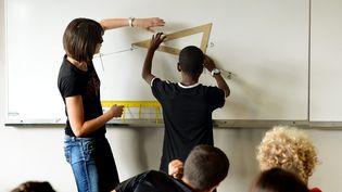 Dans une classe du collège des Iris à Villeurbanne (Rhône), le 29 août 2013. (  MAXPPP)