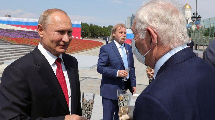 Le président russe Vladimir Poutine lors d'une cérémonie officielle le 12 juin 2020 (MICHAEL KLIMENTYEV/SPUTNIK/KREMLIN POOL / POOL / SPUTNIK POOL)