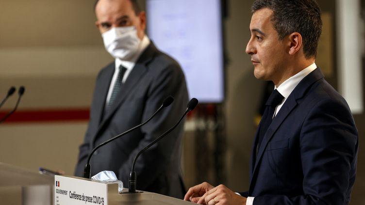 Jean Castex, Premier ministre, et Gérald Darmanin, ministre de l'Intérieur, lors de la conférence de presse sur les modalités de la fin du second confinement, le 10 décembre 2020. (THOMAS SAMSON / AFP)