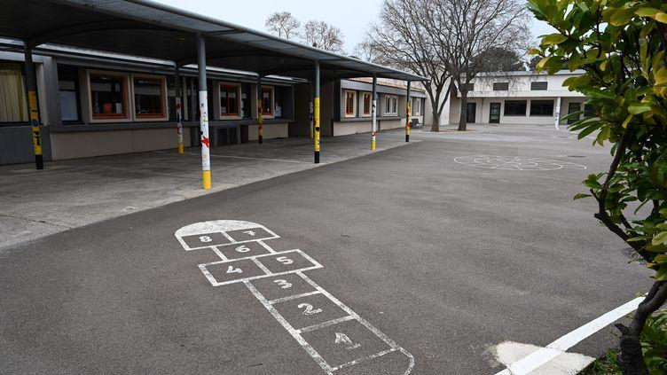 La cour de l'école primaire Frédéric Mistral du Crès, près de Montpellier (Hérault), fermée en raison de la propagation du Covid-19,jeudi 12 mars 2020. (PASCAL GUYOT / AFP)