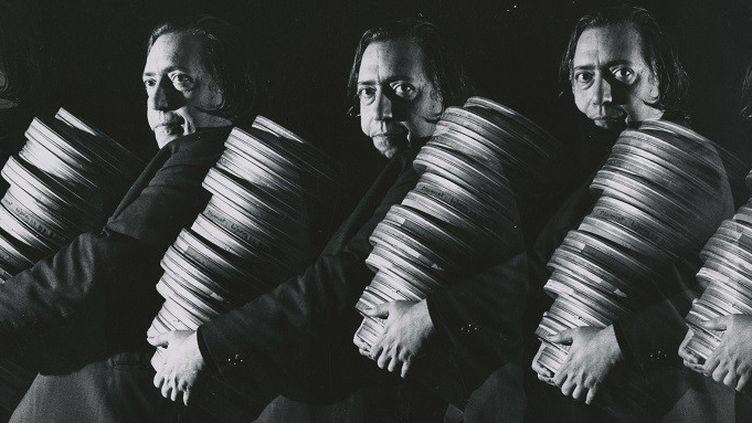 Enrico Sarsini. Langlois transportant des bobines de film  (Enrico Sarsini)
