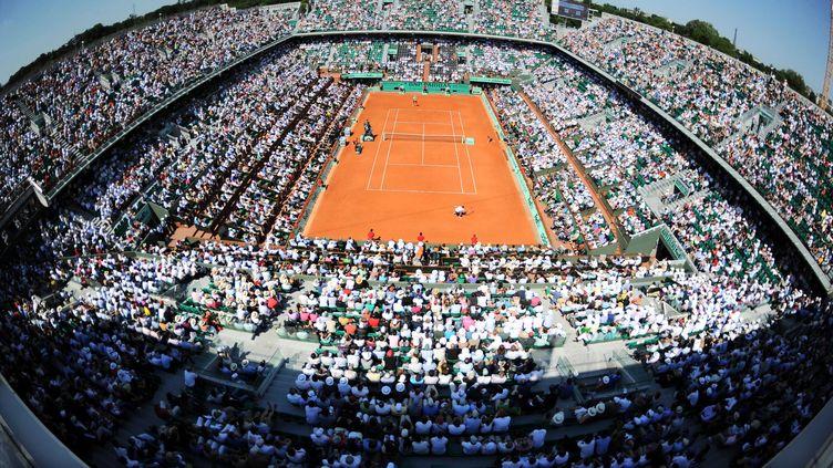 Le court central de Roland-Garros lors du match Berdych-Soderling, le vendredi 4 juin 2010. (REAU ALEXIS/SIPA)