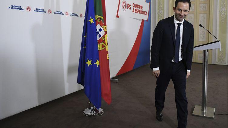 Le candidat du Parti socialiste à l'élection présidentielle, Benoît Hamon, était en déplacement de campagne à Lisbonne (Portugal) le 18 février 2017. (FRANCISCO LEONG / AFP)
