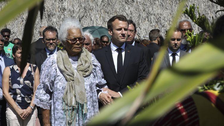 Emmanuel Macron lors de la cérémonie organisée à la chefferie de Wadrilla (Nouvelle-Calédonie), samedi 5 mai 2018. (LUDOVIC MARIN / AFP)