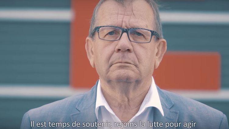 Le député Alain Bruneel apparaîtdans le clip d'Ugo Dess. (CAPTURE D'ÉCRAN YOUTUBE)