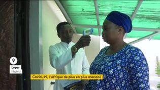 Prise de témpérature au Nigeria (FRANCEINFO)