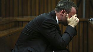 L'athlète Oscar Pistorius lors de son procès pour le meurtre de sa compagne, le 7 avril 2014 à Pretoria (Afrique du Sud). ( REUTERS)