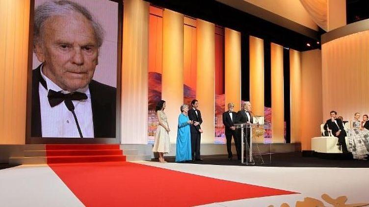 Jean-Louis Trintignant s'exprime, sous le regard d'Emmanuelle Riva et Michael Haneke  (AFP)