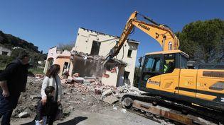 Destruction du Hameau de La Brague, à Biot, le 24 mars 2021, dans le cadre de la lutte contre les inondations. (PATRICE LAPOIRIE / MAXPPP)
