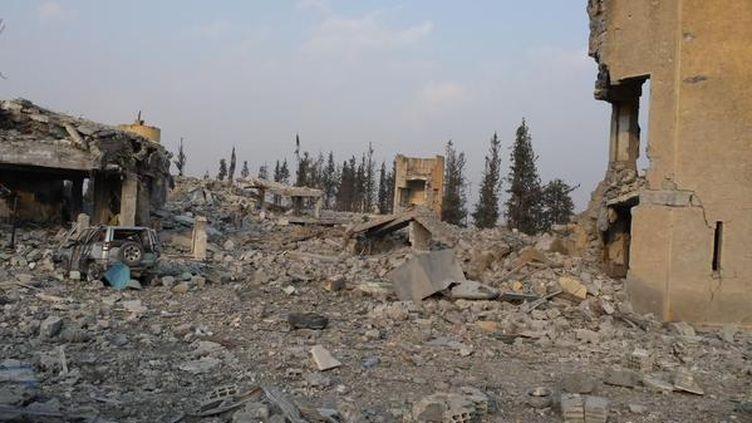 (Une place de l'Est de Kobané complètement détruite © RF-Omar Ouahmane)
