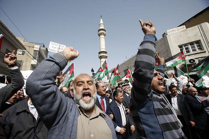 Des Jordaniens lors d'une manifestation contre le gouvernement à Amman, le 25 février 2011. (SALAH MALKAWI / GETTY IMAGES EUROPE)