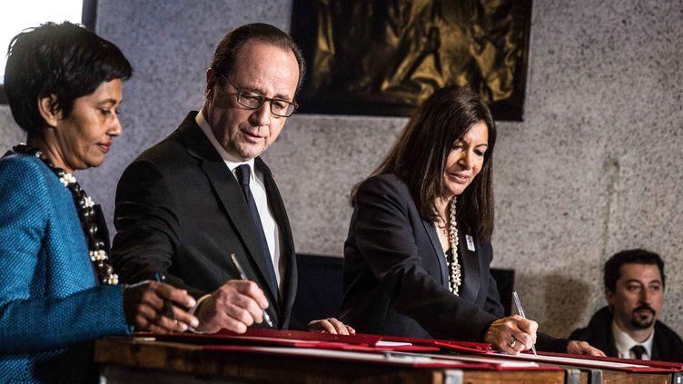 La cérémonie de lancement de la Cité des Outre-mer avec l'ex-président François Hollande, l'ex-ministre des Outre-mer Ericka Bareigts (à gauche) et la maire de Paris Anne Hidalgo (à droite), le 17 mars à la Villette à Paris  (Hamilton / Pool / MaxPPP)