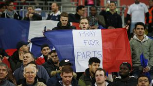 Des supporters anglais dans le stade de Wembley, à Londres, à l'occasion du match Angleterre-France, jeudi 17 novembre 2015. (? REUTERS STAFF / REUTERS / X01095)