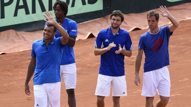 Jo-Wilfried Tsonga, Gaël Monfils, Gilles Simon et Richard Gasquet saluent le public du premier tour de Coupe Davis France-Canada, le 6 mars 2016 à Baie-Mahault (Guadeloupe). (MIGUEL MEDINA / AFP)