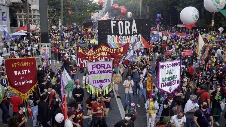 Une manifestation en opposition au président brésilien Jair Bolsonaro, le 24 juillet 2021 à Sao Paulo (Brésil). (CRISTINA SZUCINSKI / ANADOLU AGENCY / AFP)