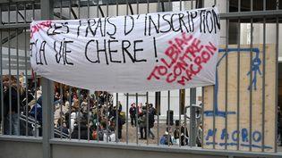 Manifestation contre la politique d'Emmanuel Macron à l'université de Tolbiac, à Paris, le 5 décembre 2018. (MUSTAFA YALCIIN / ANADOLU AGENCY / AFP)