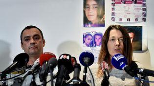 Joachim et Jennifer de Araujo, les parents de Maëlys, disparue depuis le 27 août 2017, s'adressent à la presse à Villeurbanne, le 28 septembre 2017. (JEFF PACHOUD / AFP)