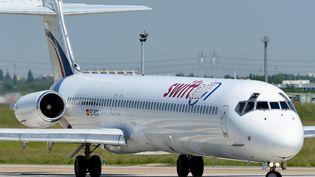 Un avion de la compagnie espagnole Swiftair avant son décollage, à Paris-Orly, le 6 juin 2013. (SAMUEL DUPONT / AFP)