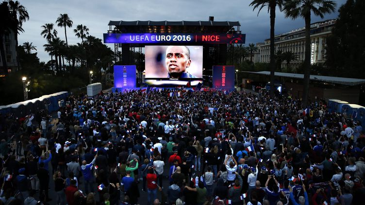 """La """"fan zone"""" de Nice, le 15 juin 2016 pour France-Albanie. (EPA / MAXPPP)"""
