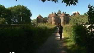 Rebâtir le Moyen Âge : le château de Guédelon prend forme (FRANCE 2)