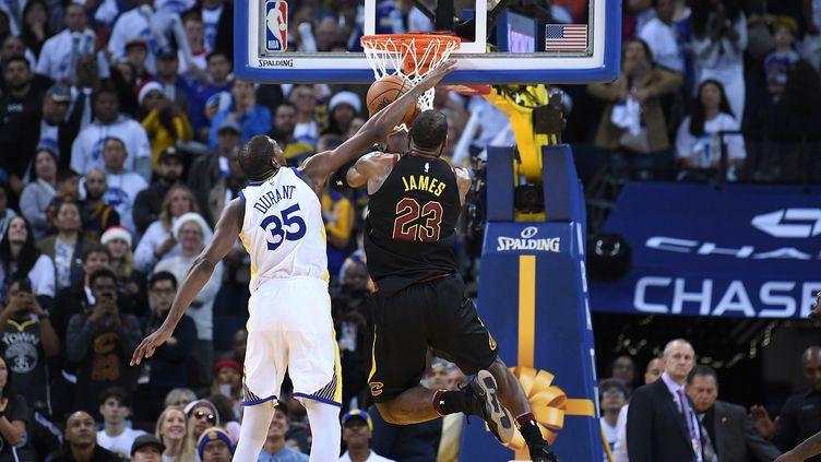 Kevin Durant avait commis la faute sur LeBron James lors du choc de Noël (THEARON W. HENDERSON / GETTY IMAGES NORTH AMERICA)