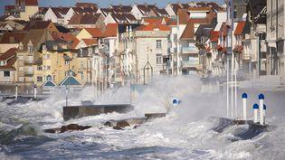 La digue de Wimereux (Pas-de-Calais) est submergée lors de la tempête Ciara, le 12 février 2020. (MAXPPP)