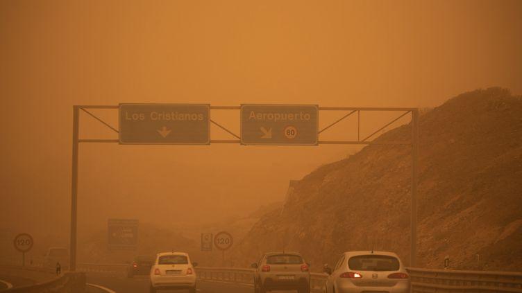 Une tempête de sable à Santa Cruz de Tenerife aux Canaries, le 23 février 2020. Photo d'illustration. (DESIREE MARTIN / AFP)