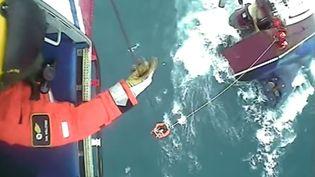 Capture d'écran d'un sauvetage en Ecosse mis en ligne le 21 janvier 2015 (OFFICIAL COASTGUARD / YOU TUBE)