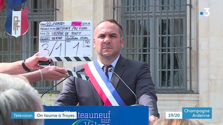 """François-Xavier Demaison sur le tournage du """"Système de Ponte"""" à Troyes, Aube (France 3 Champagne-Ardennes)"""