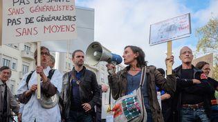 Des médecins généralistes manifestent à Lyon (Rhône), le 6 octobre 2015. (FRANCK CHAPOLARD / CITIZENSIDE.COM / AFP)