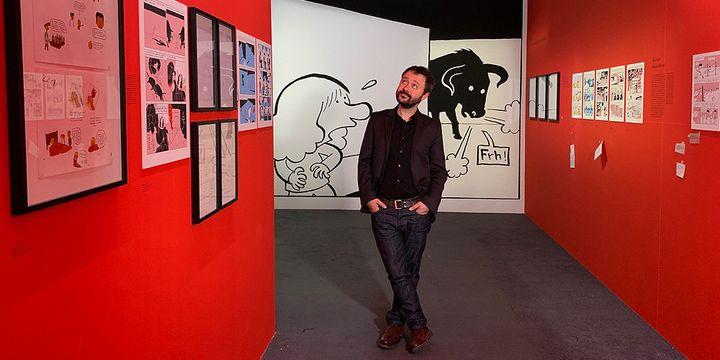 """Riad Sattouf dans l'exposition qui lui est consacrée, """"L'écriture dessinée"""", à la BPI du Centre Pompidou  (Marc Felix)"""