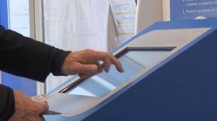 À Saint-Etienne, la Poste propose des formations aux outils numériques. (FRANCE 2)