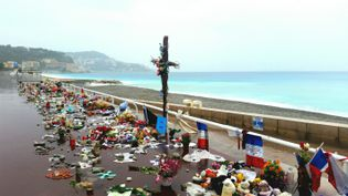 La Promenade des Anglais endeuillée à Nice, deux jours avant l'hommage national prévu le samedi 15 octobre (BENJAMIN ILLY / RADIO FRANCE)