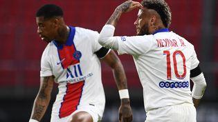 Presnel Kimpembe et Neymar lors du match Rennes - PSG dimanche 9 mai. (FRED TANNEAU / AFP)