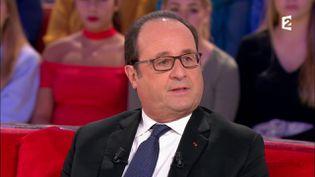 """François Hollande dans l'émission """"Vivement dimanche prochain"""", diffusée sur France 2 le 12 novembre 2017. (FRANCE 2)"""