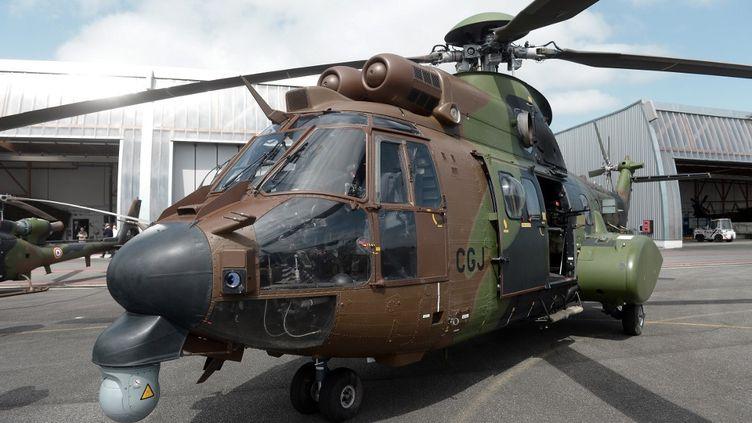 Un hélicoptère cougar du 4e Régiment d'hélicoptères de combat le 13 juin 2019 à Pau (Pyrénées-Atlantiques). (IROZ GAIZKA / AFP)