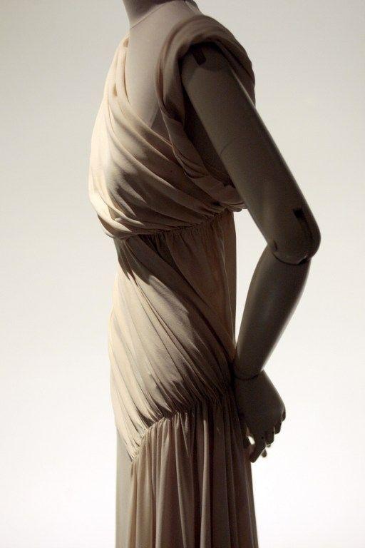 Vionnet, robe de soirée 1935  (FRANCOIS GUILLOT / AFP)